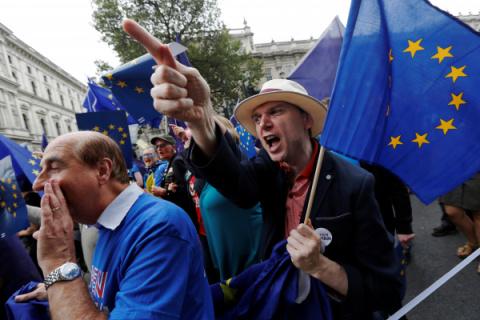 Глиняный колосс ЕС рушится под ударами евроскептиков