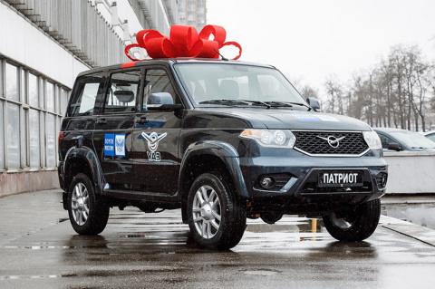 Смелому сотруднику Почты России подарили автомобиль