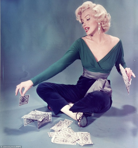 Прощальный взгляд: на аукцион выставлены фотографии с последней съемки Мэрилин Монро