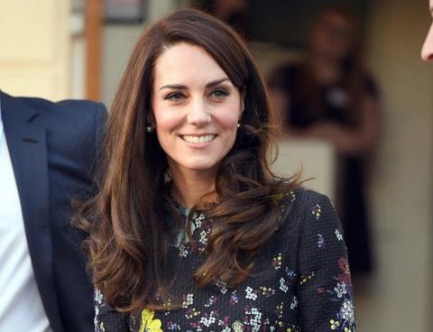 Папарацци рассекретили, что заставляет Кейт Миддлтон постоянно носить на руках пластырь