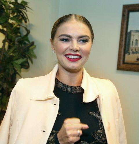Алина Кабаева впервые вышла в свет после длительного перерыва