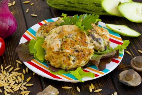 Куриные котлеты с грибами и кабачками: просто и вкусно!