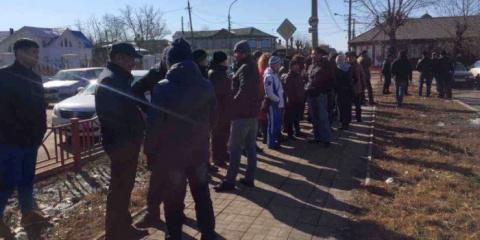 В Улан-Удэ сотни человек вышли на улицы требовать извинений от киргизского мигранта