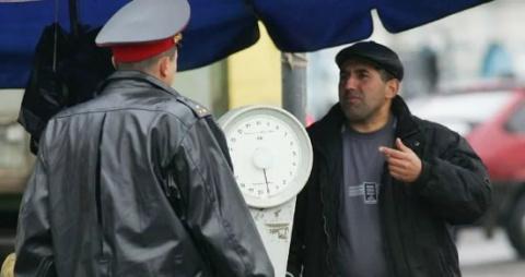 Продает грузин на рынке сало, подошел мужик, отрезал и попробовал…