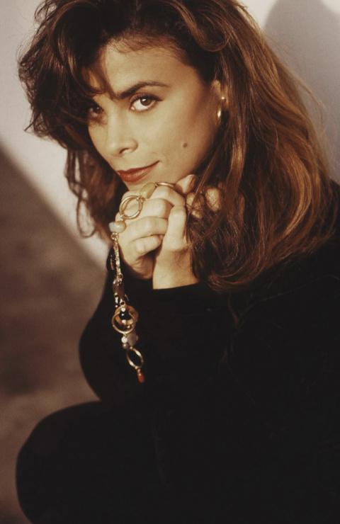 Песни 90-ых: Пола Абдул - Opposites Attract
