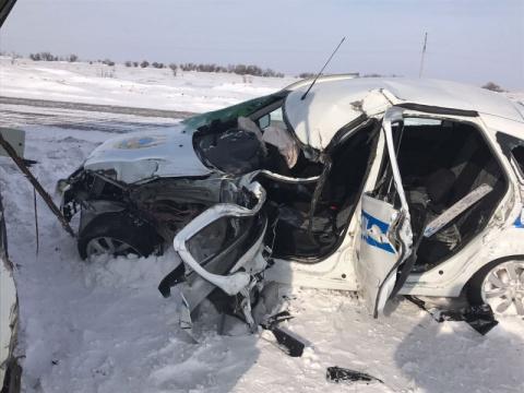 Полицейские близ Павлодара таранили КамАЗ и спасли 18 детей