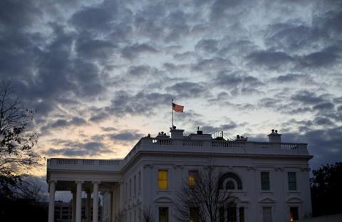 """В Белом доме считают, что """"мир бы рухнул"""" без ответа США на события в Крыму"""