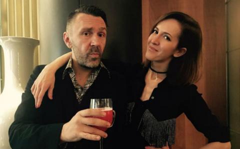 Сергей Шнуров купил жене Матильде «лабутены» почти за полмиллиона рублей
