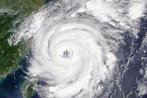 К японскому побережью приближается мощный тайфун «Лан»