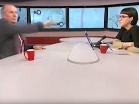 """""""Скотина тупая!"""": Веллер швырнул микрофон и чашку в ведущую """"Эха Москвы"""" (видео)"""