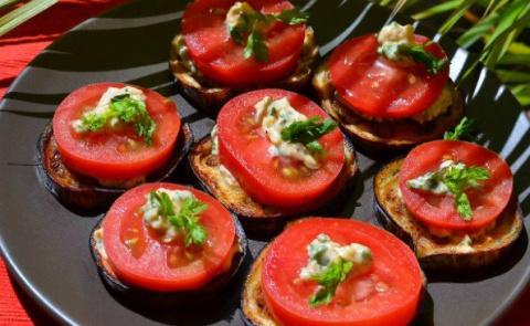 Вот и дождалась сезона — Закуска из баклажанов и помидоров