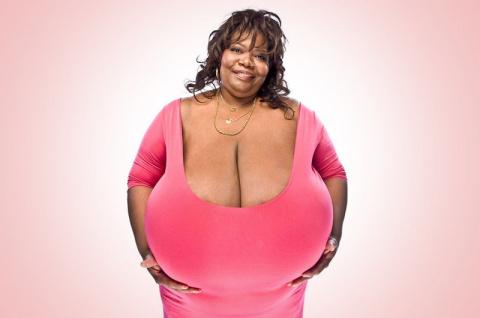 Американка стала миллионершей благодаря гигантской груди весом 59 килограмм