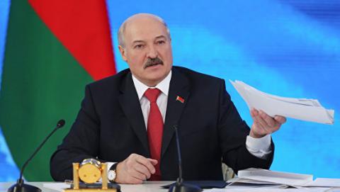 """Александр Лукашенко: """"мир сошел с ума"""", но страна не должна расколоться"""