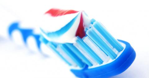 15 новых способов применения зубной пасты. Советуем попробовать