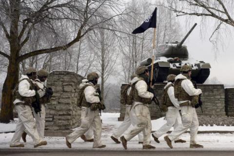 Армия НАТО «разбита» в Эстонии: в бой «идут» прибалтийские проститутки