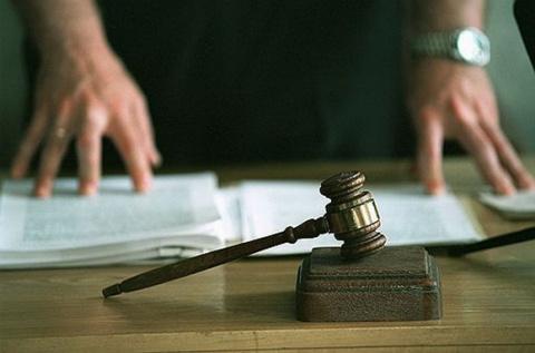 Четверо подсудимых пытались …