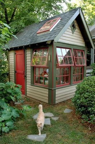 Замечательные идеи маленьких дачных домиков