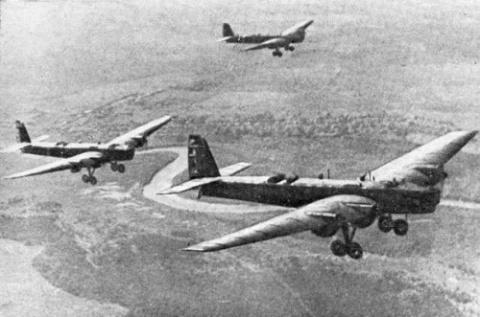 Как советские лётчики соверш…