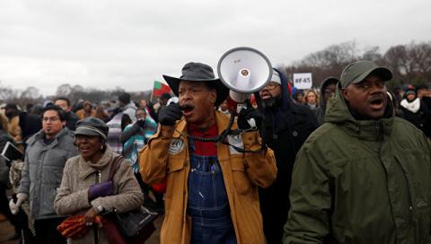 В Вашингтоне участники акции…