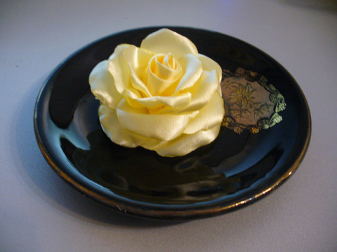 Великолепная роза из атласа …