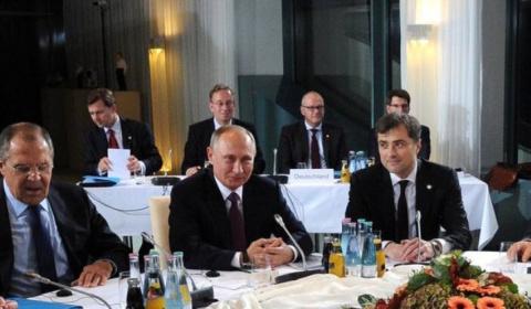 Путин одобряет ввод вооружен…