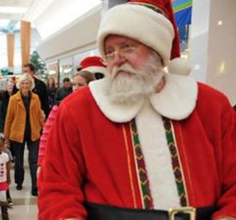 В США Санта-Клаус избил мужчину, выслушав желание его падчерицы (3 фото)