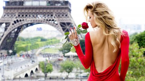 Как убедить жадного мужа отвезти жену в Париж?