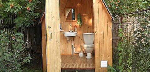 Как избавиться от запаха в дачном туалете