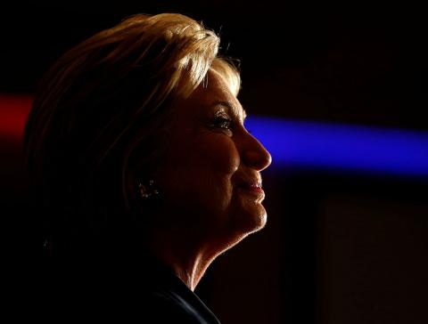 В МИД РФ сочли оскорбительными обвинения Клинтон в адрес России после кибератаки