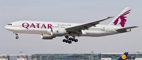 Самолет Qatar Airways пролет…