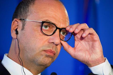 В МИД Италии сравнили антироссийские санкции с квитанцией за свет