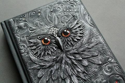 Латвийский дизайнер Анико Колесникова создает фантастические обложки для книг из полимерной глины!