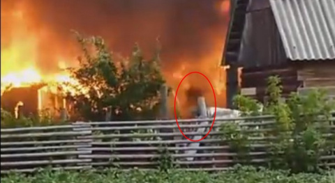 В Ухте снимали пожар и засняли пробежавший в огне темный призрачный силуэт