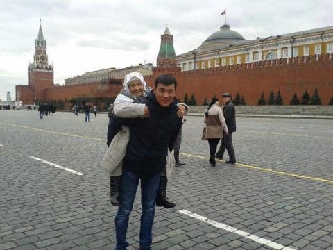 Парень из Бишкека растрогал соцсети, исполнив мечту старенькой бабушки