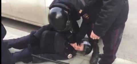В Москве сторонники Навально…