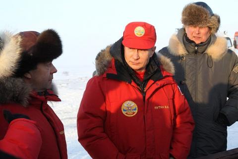 Путин и Медведев проинспекти…