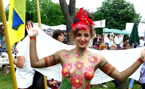 Экс-Днепропетровск: селянки гордо носят вышиванки