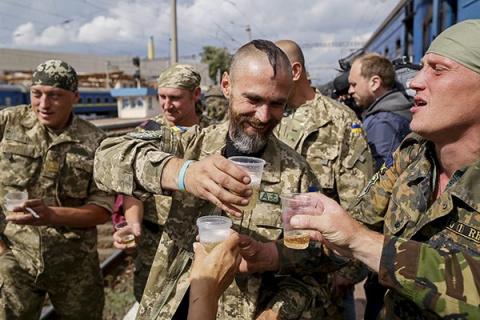 Украинские солдаты превратили в притон детский сад на Донбассе