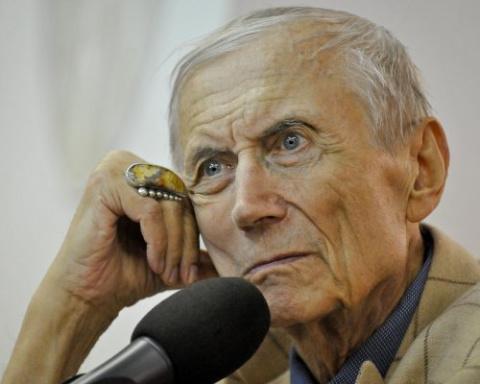 В США в больнице находится поэт Евгений Евтушенко