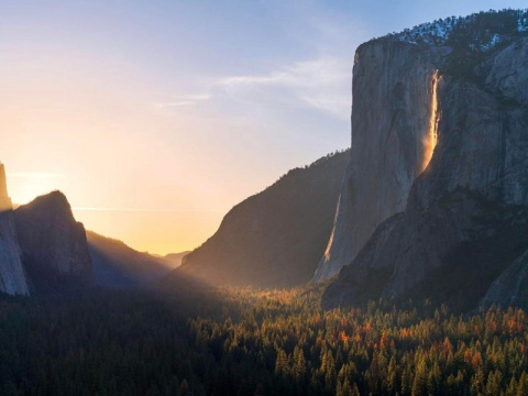 «Огненный водопад» в США: Оп…
