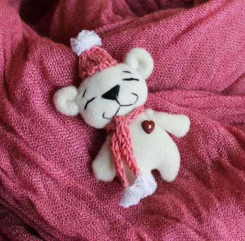 Маленький медвежонок - брошк…