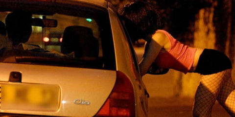 Итальянец поехал к проституткам и увидел среди них свою жену