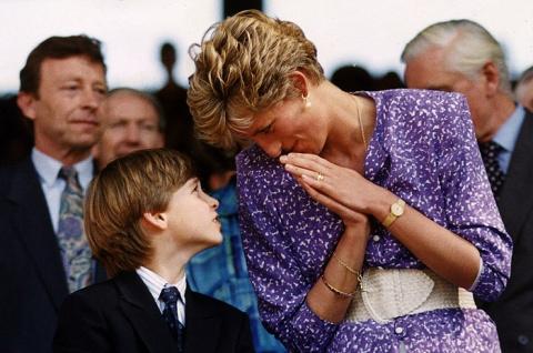 В Интернете обнародовано тайное письмо Елизаветы II со словами о смерти принцессы Дианы