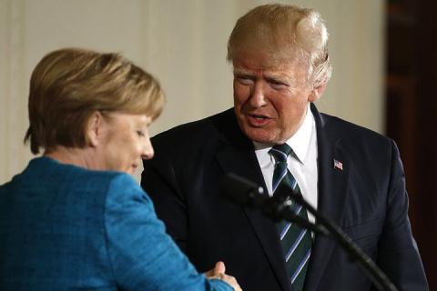 СМИ: Трамп выставил Меркель …