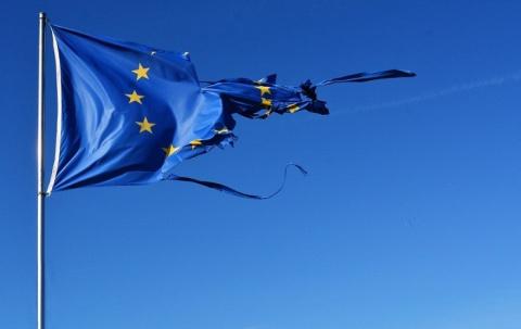ЕС тушат, щепки летят