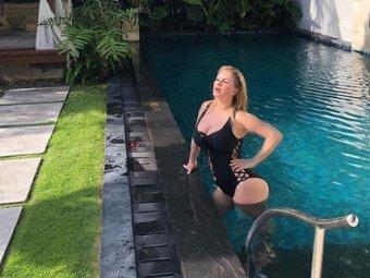 На Анну Семенович в бассейне на Бали напал крокодил