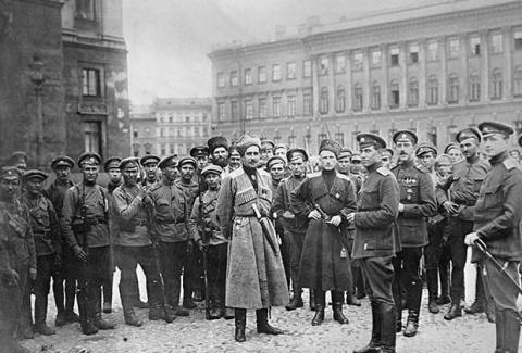 Осень 1917-го: первые задачи и первые враги Советской власти