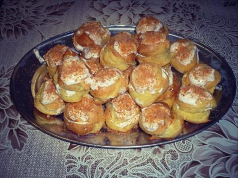 Очень вкусные булочки-эклеры, самой яркой составляющей которых является заварной белковый крем!!!