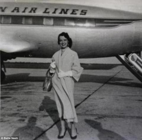 80-летняя стюардесса продолж…
