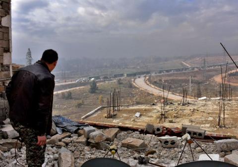 Сирийские войска удерживают важную трассу под Алеппо